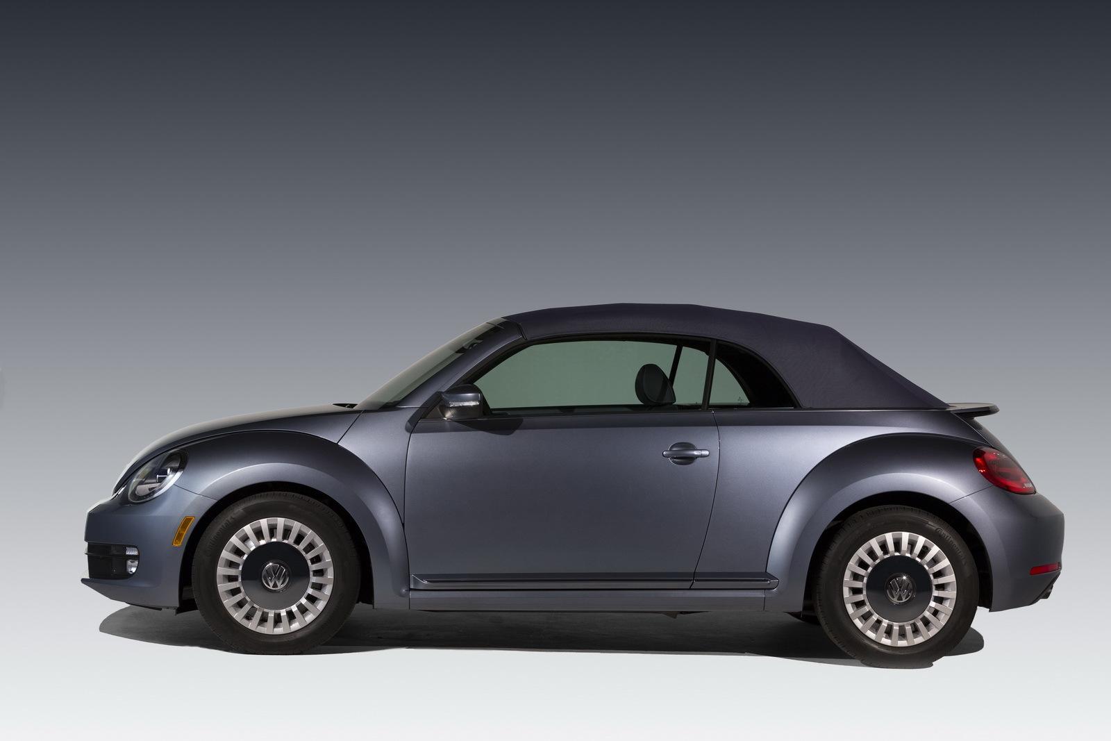 Foto de Volkswagen Beetle Cabrio Denim Edition (6/17)