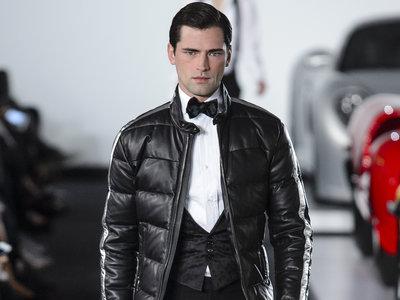 Autos de lujo y elegancia a la medida: así fue el desfile de invierno Ralph Lauren en Nueva York
