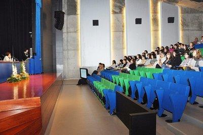 Cómo facturar ingresos por conferencias, cursos y charlas