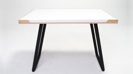 My Desk, una mesa de papel en la que escribir y dibujar