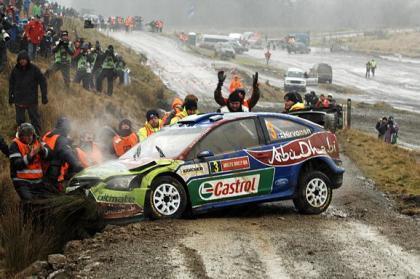 La accidentada primera etapa del Rally de Gales