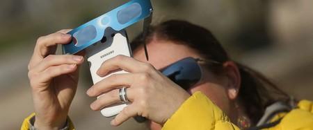 Solar Eclipse Smartphone Gty Mem 170809 12x5 992