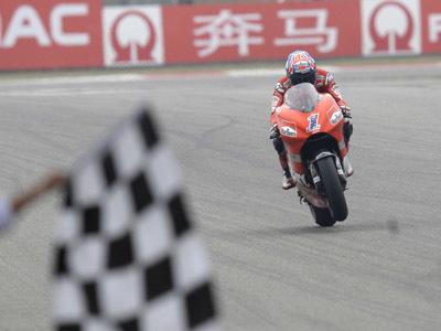 Casey Stoner, el podium, y la moto