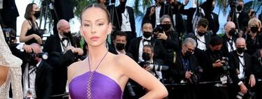 Un moño y una trenza: dos peinados clásicos con los que Ester Expósito nos ha conquistado en el Festival de Cannes