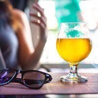 Cerveza, clara, vino, sangría o tinto de verano: cuáles son las bebidas que más engordan y qué es mejor pedir en una terraza