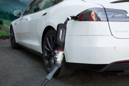 Tesla baja el precio de su adaptador CHAdeMO