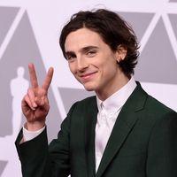 Timothée Chalamet conquista la alfombra roja de la cena previo a los Oscar saliendo del código de black tie