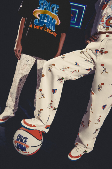 pull and bear space jam