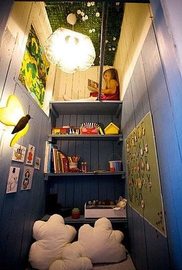 Un armario convertido en un refugio infantil