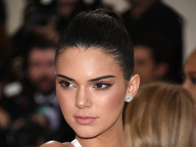 Kendall Jenner pasa sin pena ni gloria por la alfombra roja de la Gala del MET 2016