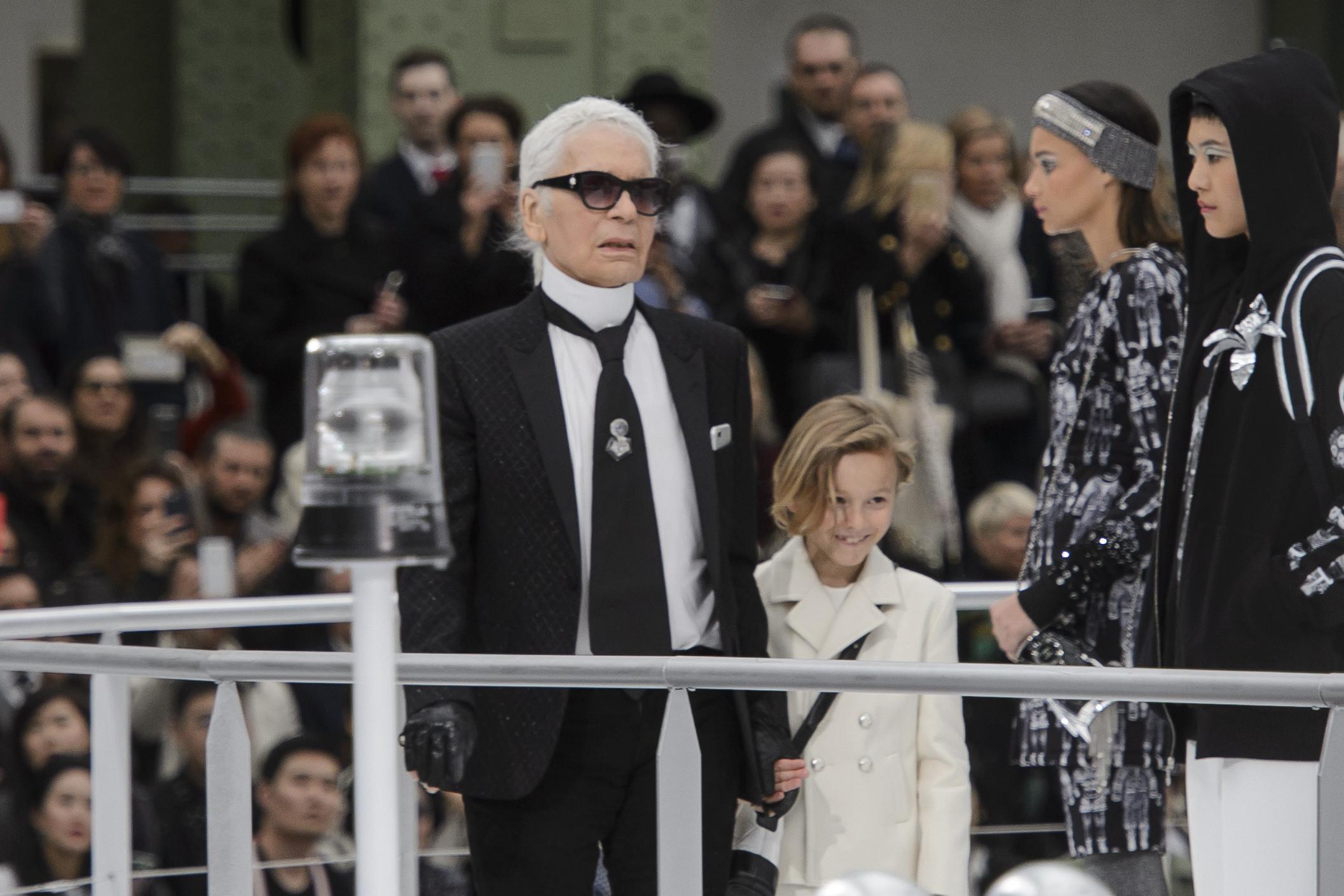 27 looks masculinos de Chanel para recordar el genio que fue Karl Lagerfeld  en la moda 978f409d69f