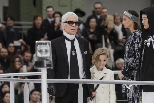 27 looks masculinos de Chanel para recordar el genio que fue Karl Lagerfeld en la moda