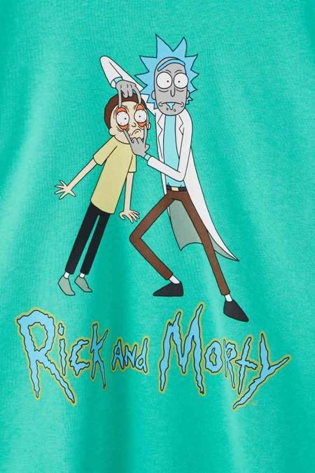 Rick y Morty regresan a Pull&Bear en la nueva línea de básicos deportivos para el verano