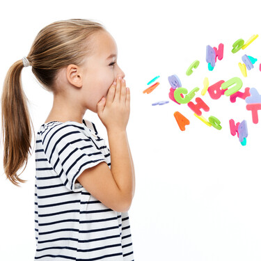 Mi hijo grita mucho cuando habla: por qué lo hace y cómo conseguir que rebaje su tono de voz