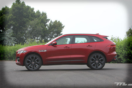 Jaguar F-PACE lateral