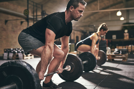 Los siete ejercicios que no te pueden faltar en tu entrenamiento de fuerza en el gimnasio