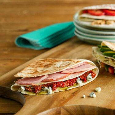 Tres ideas para rellenar las quesadillas que arrasan en TikTok e Instagram: recetas con vídeo incluido