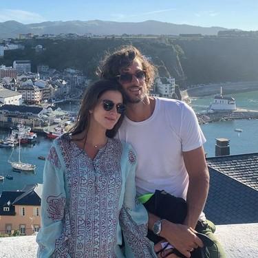 Alba Carrillo pone a parir a Feliciano López, que mira para otro lado en la foto family de sus vacaciones con Sandra Gago