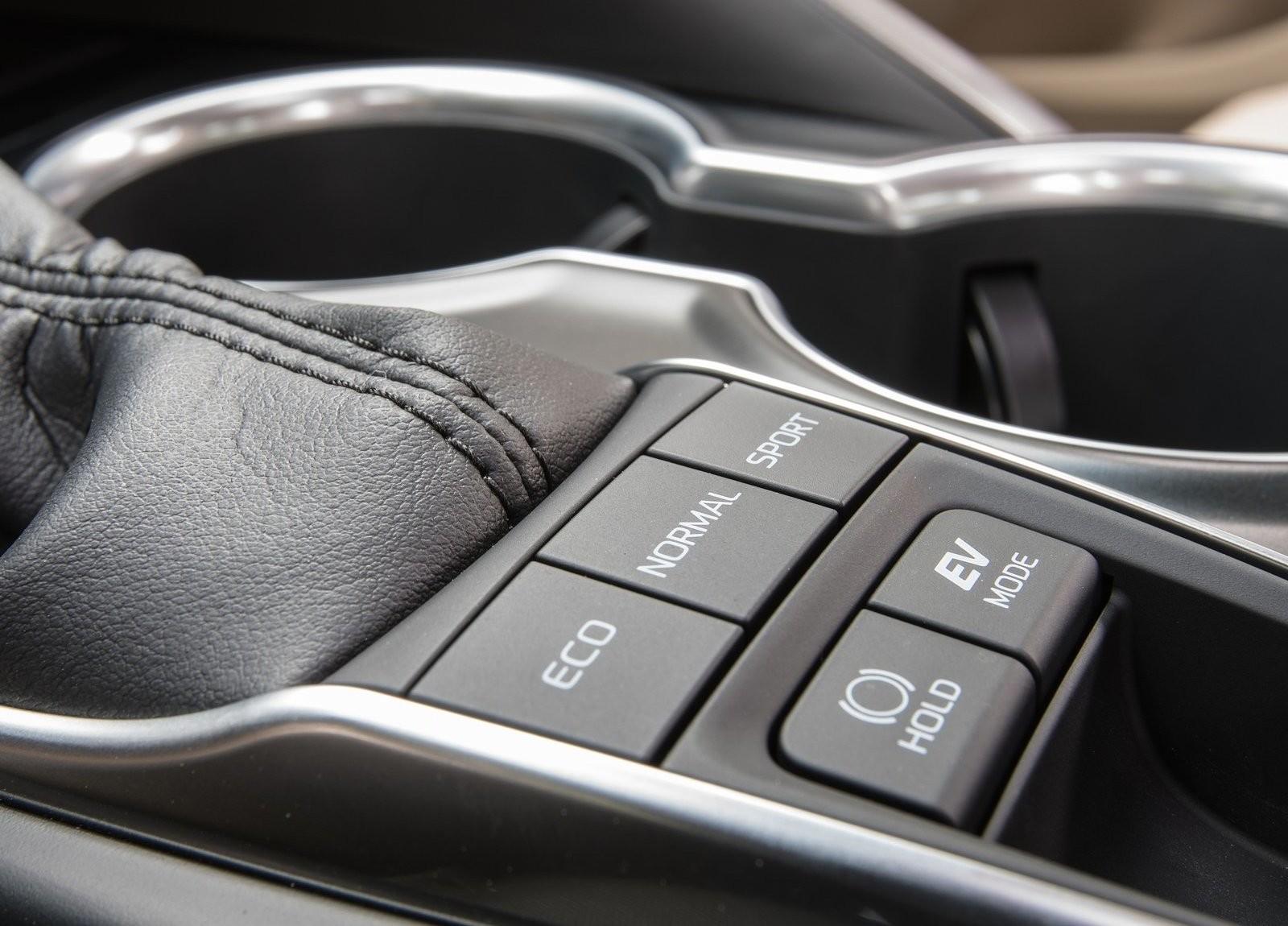 Foto de Toyota Camry Hybrid (12/12)