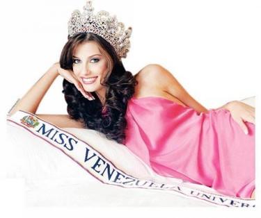 Piden que le sea retirado el título de Miss Universo a Stefania Fernández