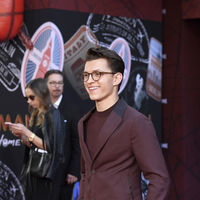 Tom Holland entre el traje y el chandal para la premiere de Spider-Man Far From Home
