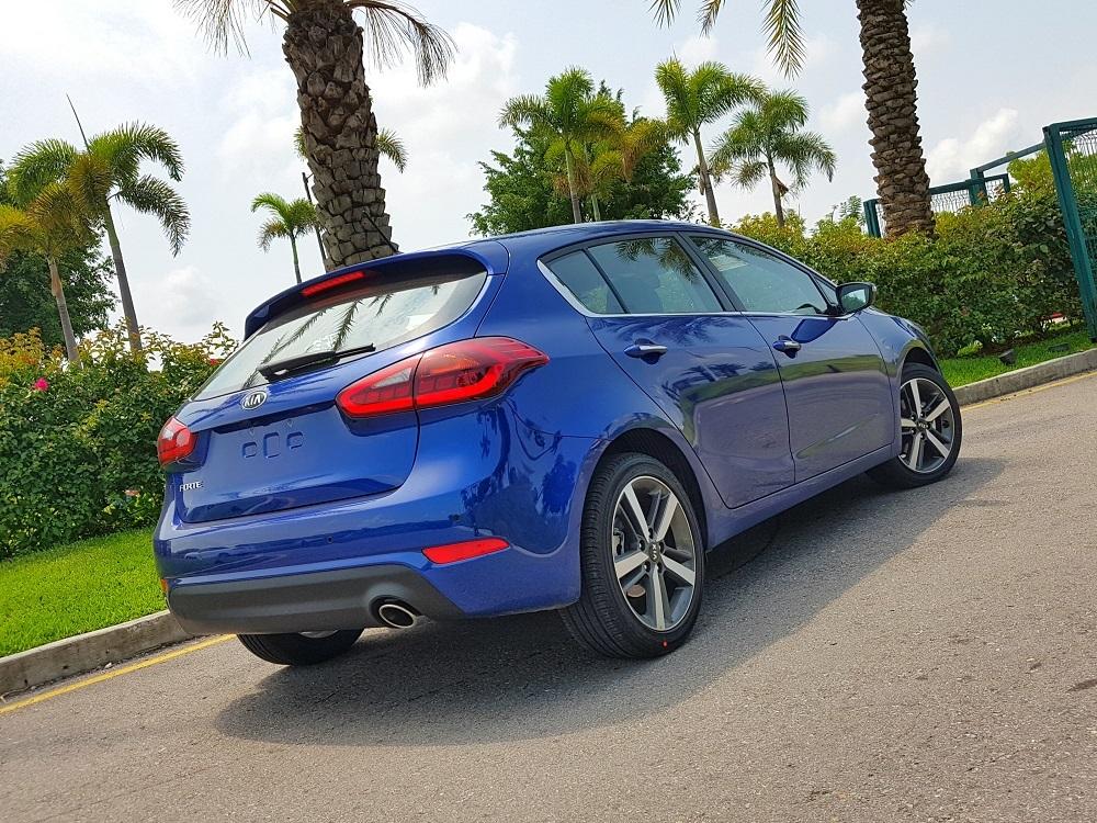 Foto de KIA Forte Hatchback (6/16)