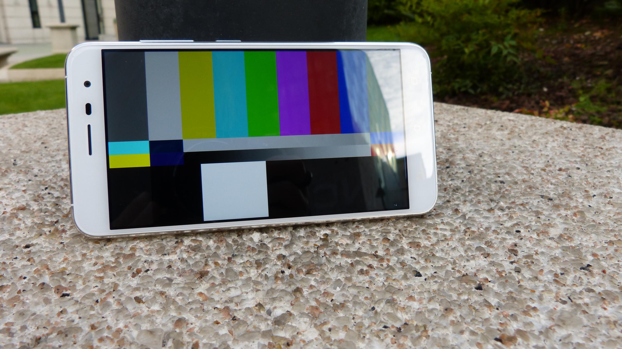 Foto de ASUS Zenfone 3 (ZE552KL), diseño (21/29)