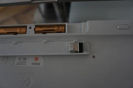 Detalle del lugar para guardar el interfaz cuando no lo usemos en el compartimento de las baterías