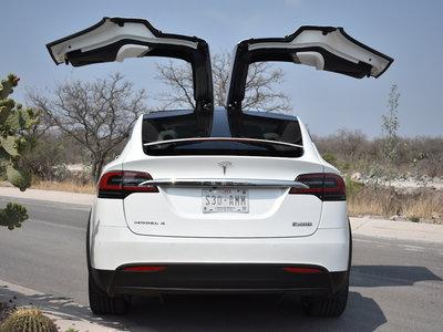Los vídeos de pruebas de choque del Tesla Model X nos demuestran por qué es el SUV más seguro del mercado