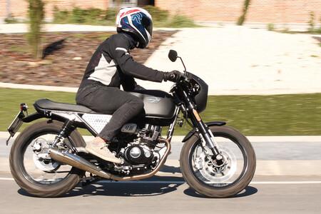La Hanway Muscle 125 es una moto retro para el carnet A1 que cuesta menos de 2.000 euros, pero solo en enero