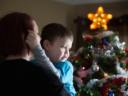 Evan padece cáncer terminal y su ciudad le regaló una última celebración de Navidad