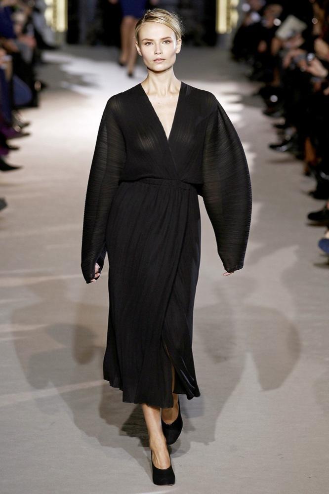 Foto de Stella McCartney Otoño-Invierno 2011/2012 en la Semana de la Moda de París:  (1/25)