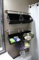 Una buena idea: almacenaje colgante en el baño