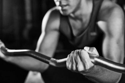 Cómo cuidar las manos cuando entrenamos con peso