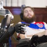 Por primera vez un hombre tetrapléjico recupera el sentido del tacto gracias a la tecnología