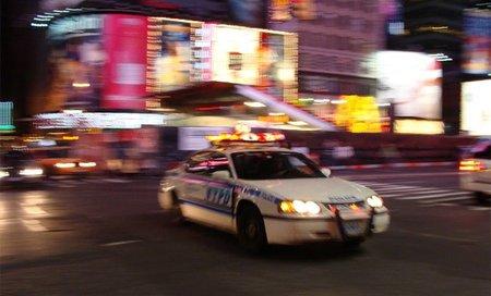 El policía que disparaba críticas fotográficas
