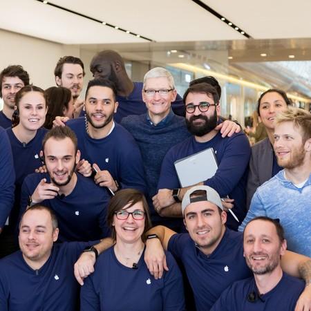 Tim Cook sigue con sus visitas sorpresas por las Apple Store europeas ¿vendrá a España?