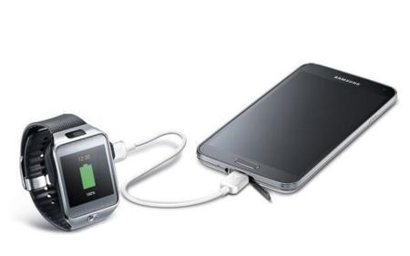 4d0ff631d03 Samsung tiene un cable con el que compartir carga entre tus dispositivos  móviles