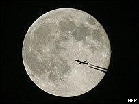 La Luna a la venta