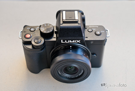 Panasonic Lumix G100 4