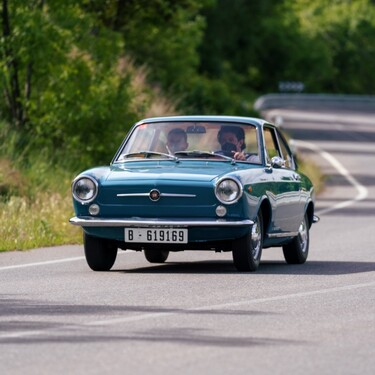 Probamos el SEAT 850 Coupé: por el simple placer de viajar sin prisas en el tiempo hasta el año 1967
