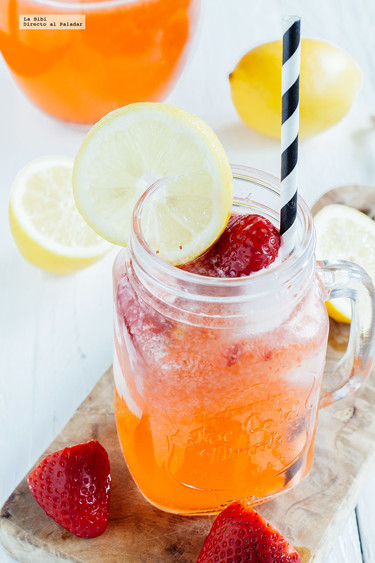 Limonada de fresa. Bebida refrescante