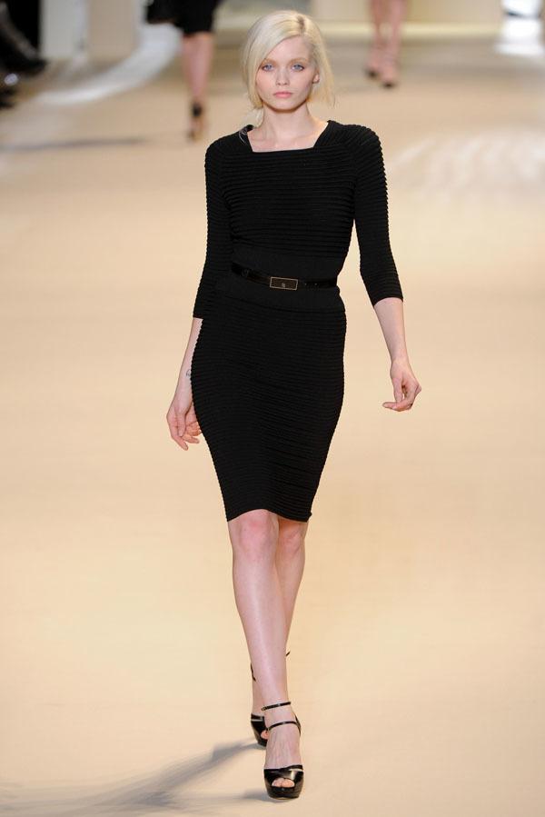 Foto de Elie Saab Otoño-Invierno 2011/2012 en la Semana de la Moda de París: la alfombra roja espera (23/32)