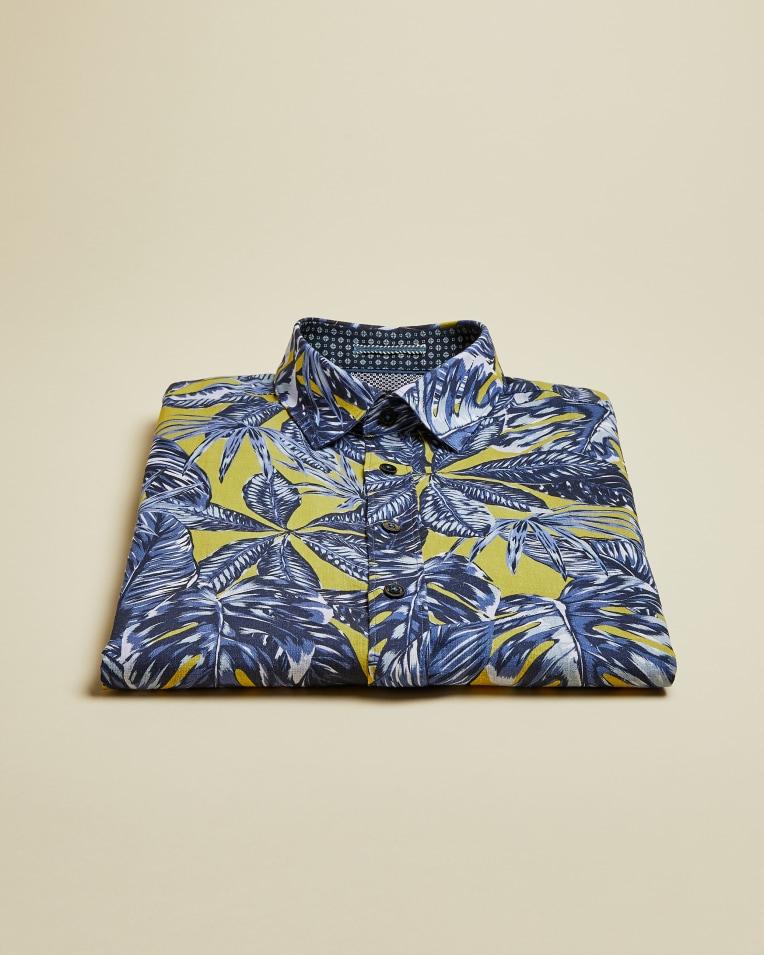 Camisa en manga corta con estampado botánico