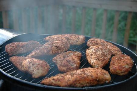 """Cinco maneras para condimentar una """"aburrida"""" pechuga de pollo"""