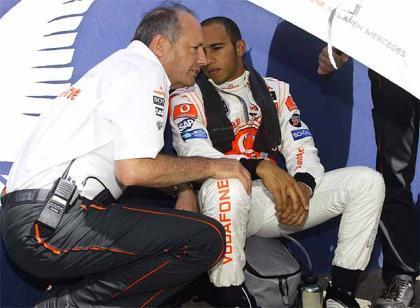 Despiste de Ron Dennis afirmando ir contra Alonso