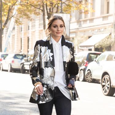 Solo necesitas un blazer estampado para conseguir el look (lleno de básicos) de Olivia Palermo