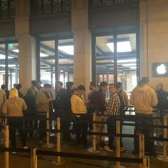 Foto 1 de 10 de la galería lanzamiento-iphone-6-puerta-del-sol en Applesfera