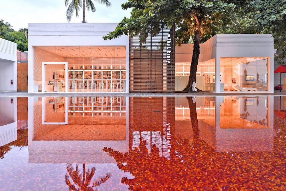 Una de las piscinas más curiosas del mundo: Red Pool en el hotel The Libray