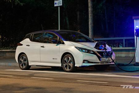 El Gobierno planea reducir el IVA de los coches eléctricos y ampliar las ayudas a la compra con el nuevo Plan MOVES